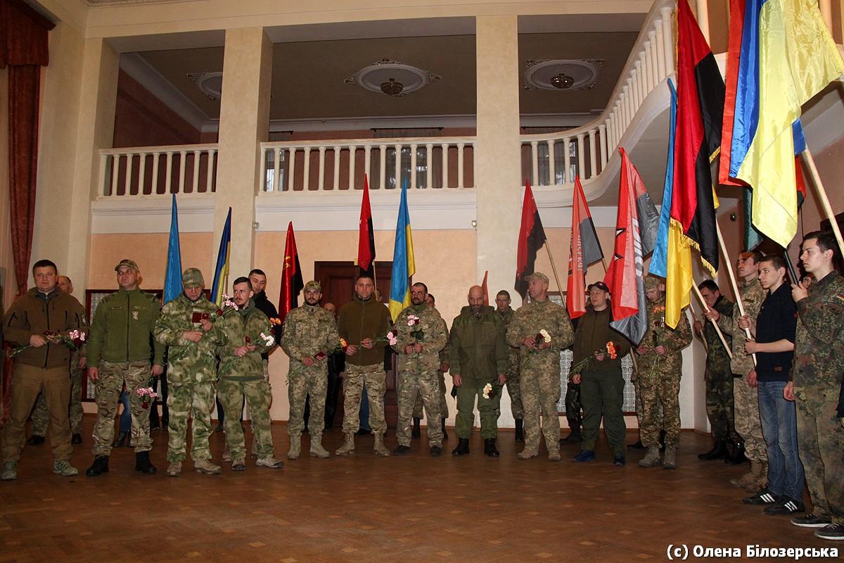Захисників Маріуполя нагородили Лицарським хрестом Добровольця (ФОТО)