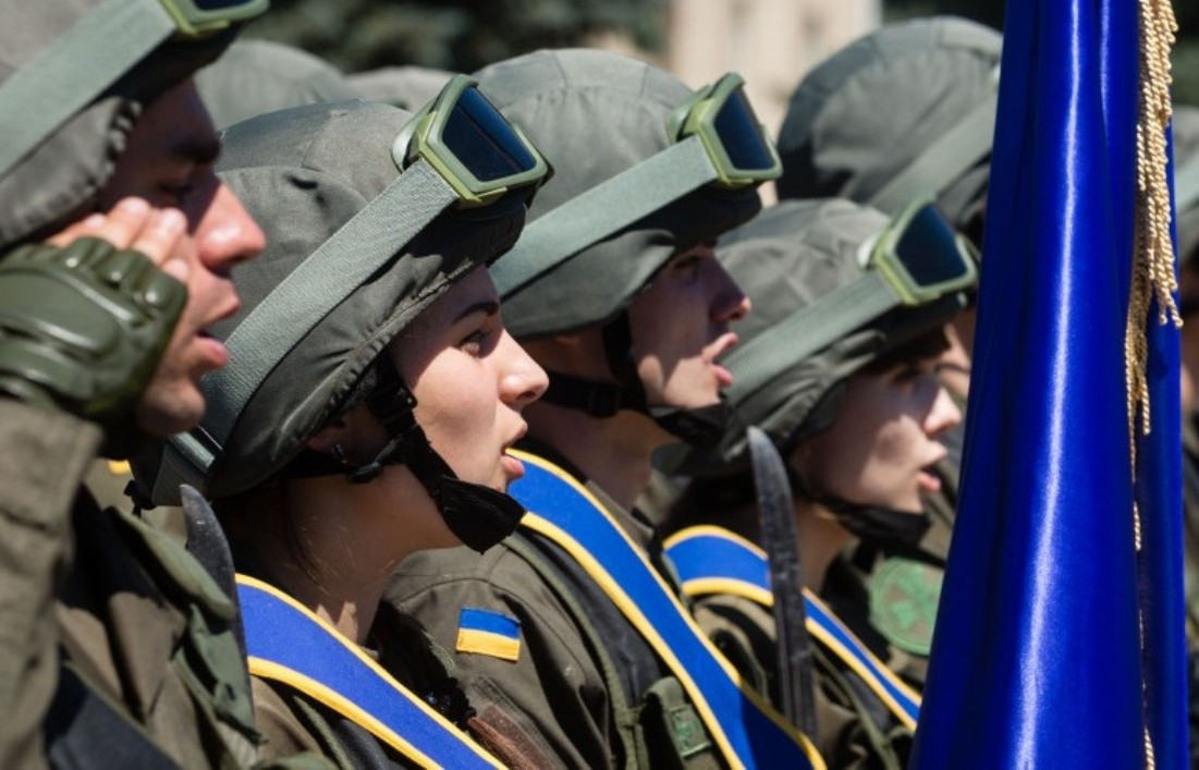 Берці замість шпильок: як українки на фронті стають снайперами та розвідниками