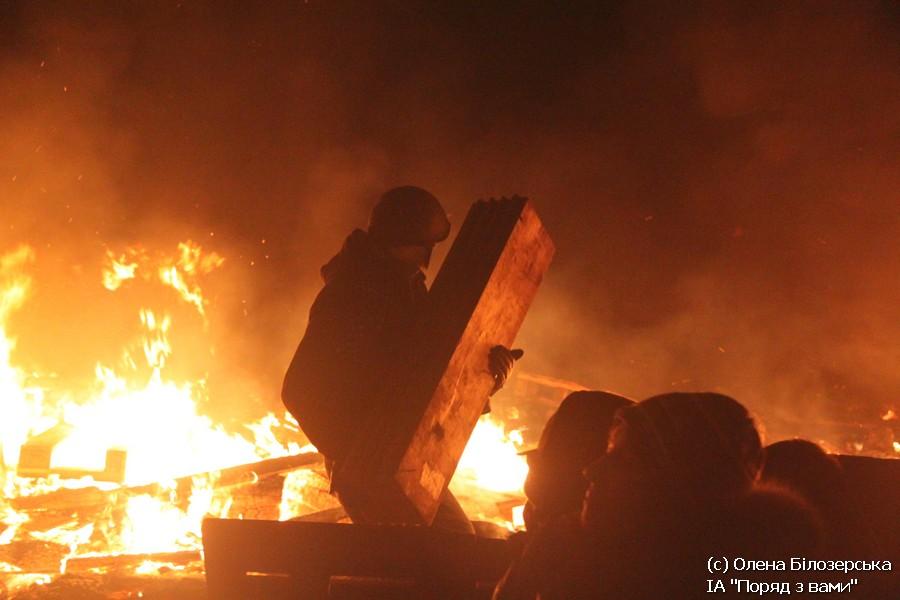 Нічний палаючий Майдан. Ніч штурму (ФОТО, ВІДЕО)